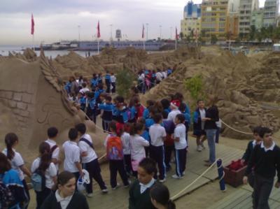 En Las Palmas de G.C, 75.000 personas han visitado el belén de arena de Las Canteras.