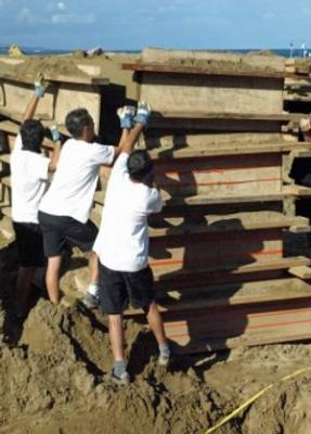 Comienza la fase de modelado en el belen de arena de Las Canteras